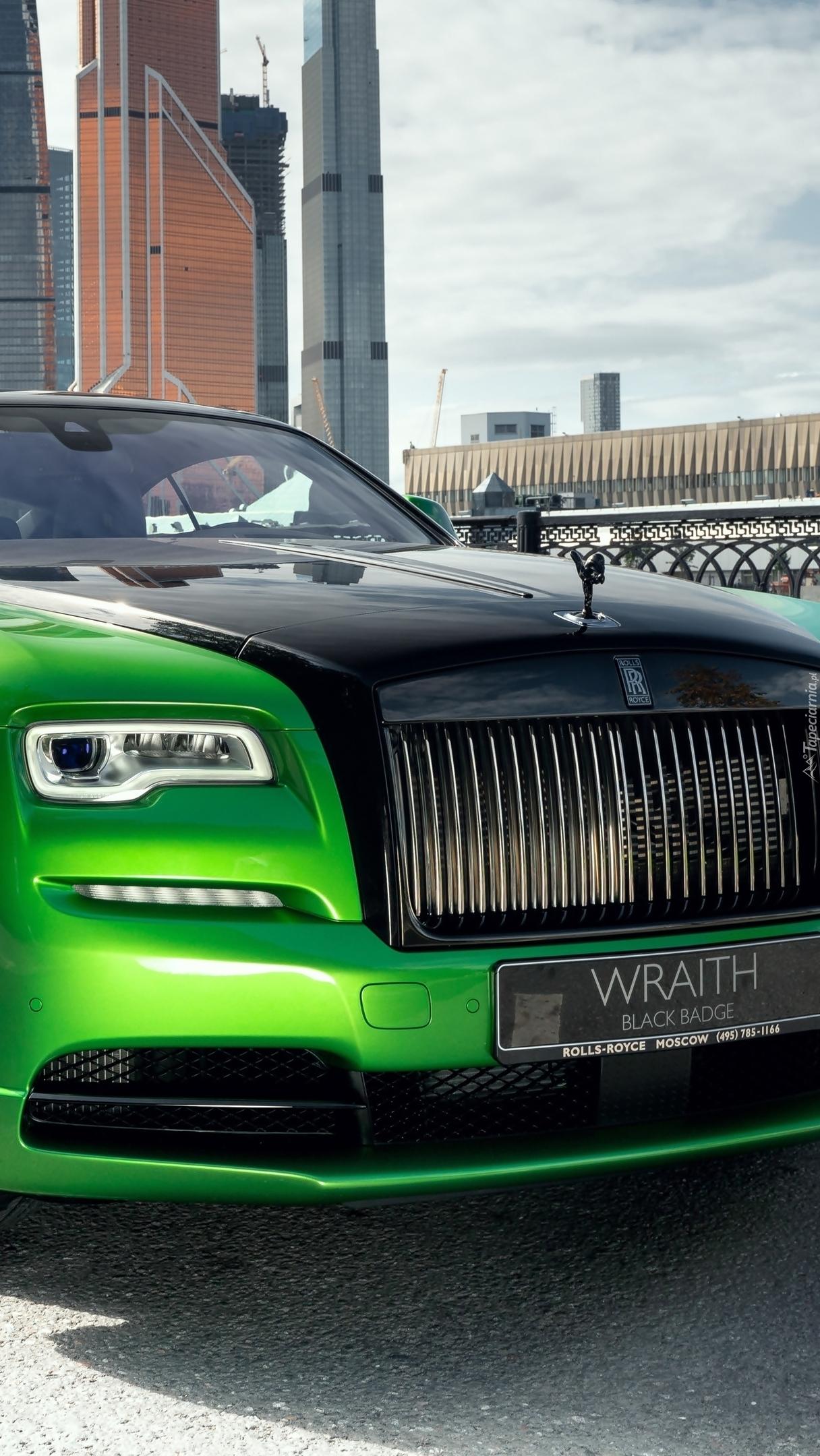 Przód zielonego Rolls-Royce Wraith