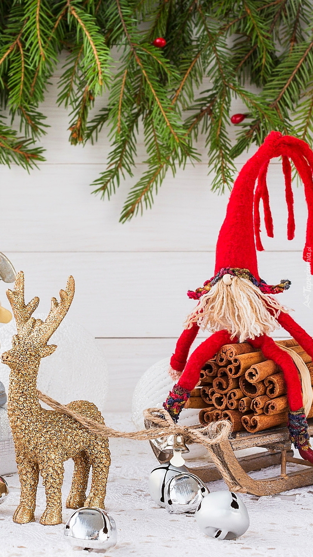 Renifer ciągnący sanie z Mikołajem