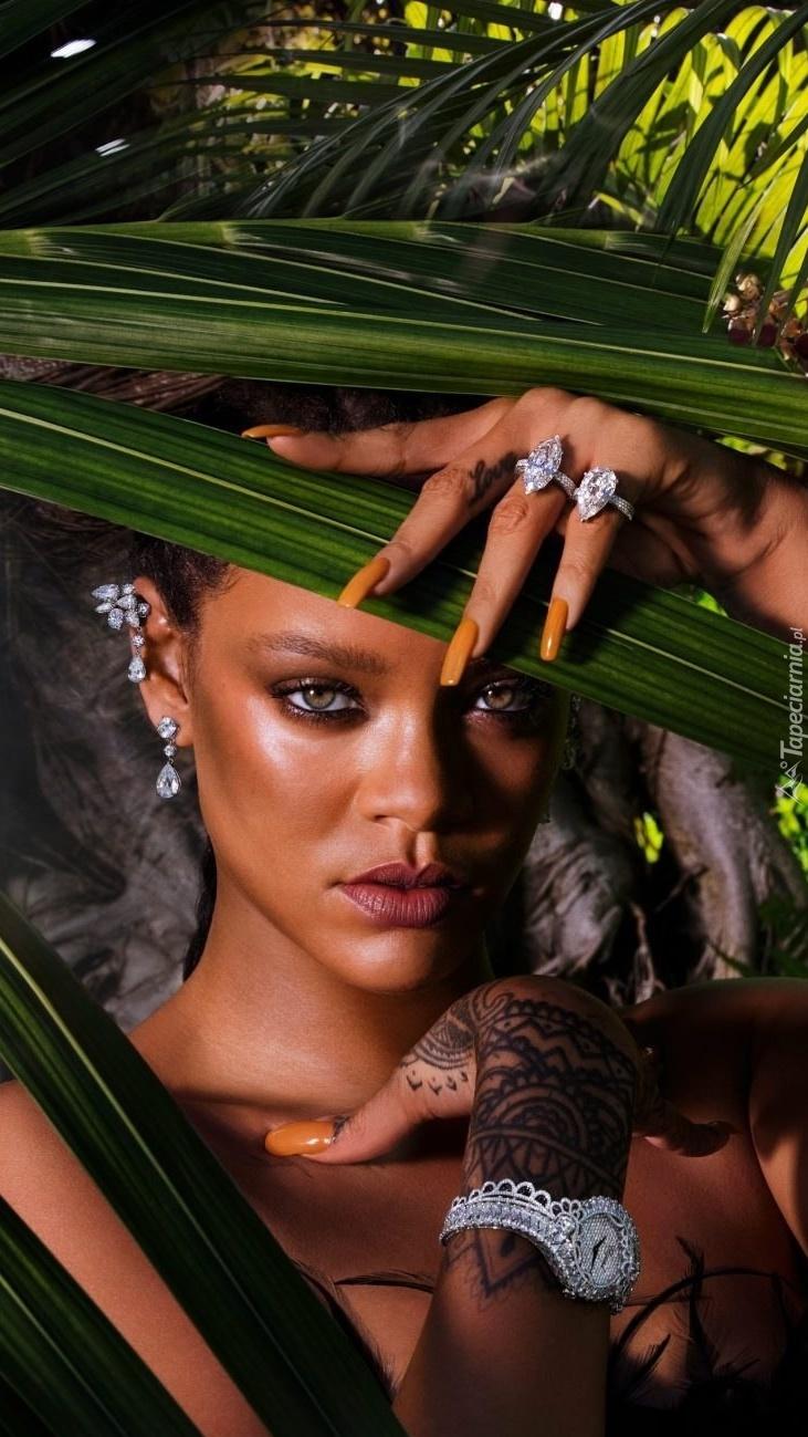 Rihanna pod palmami