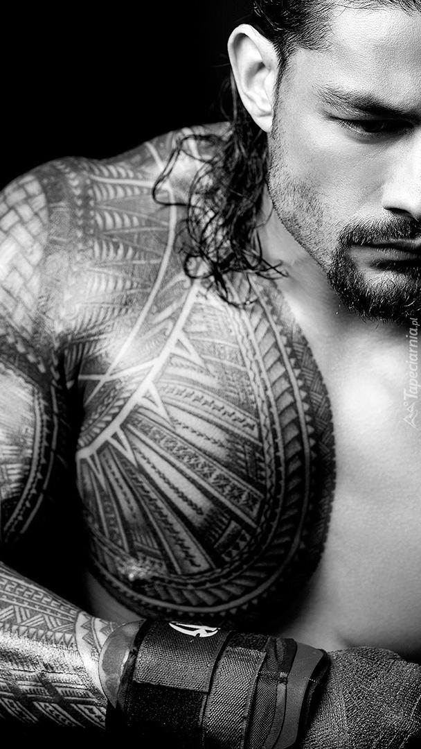 Roman Reigns i jego tatuaż