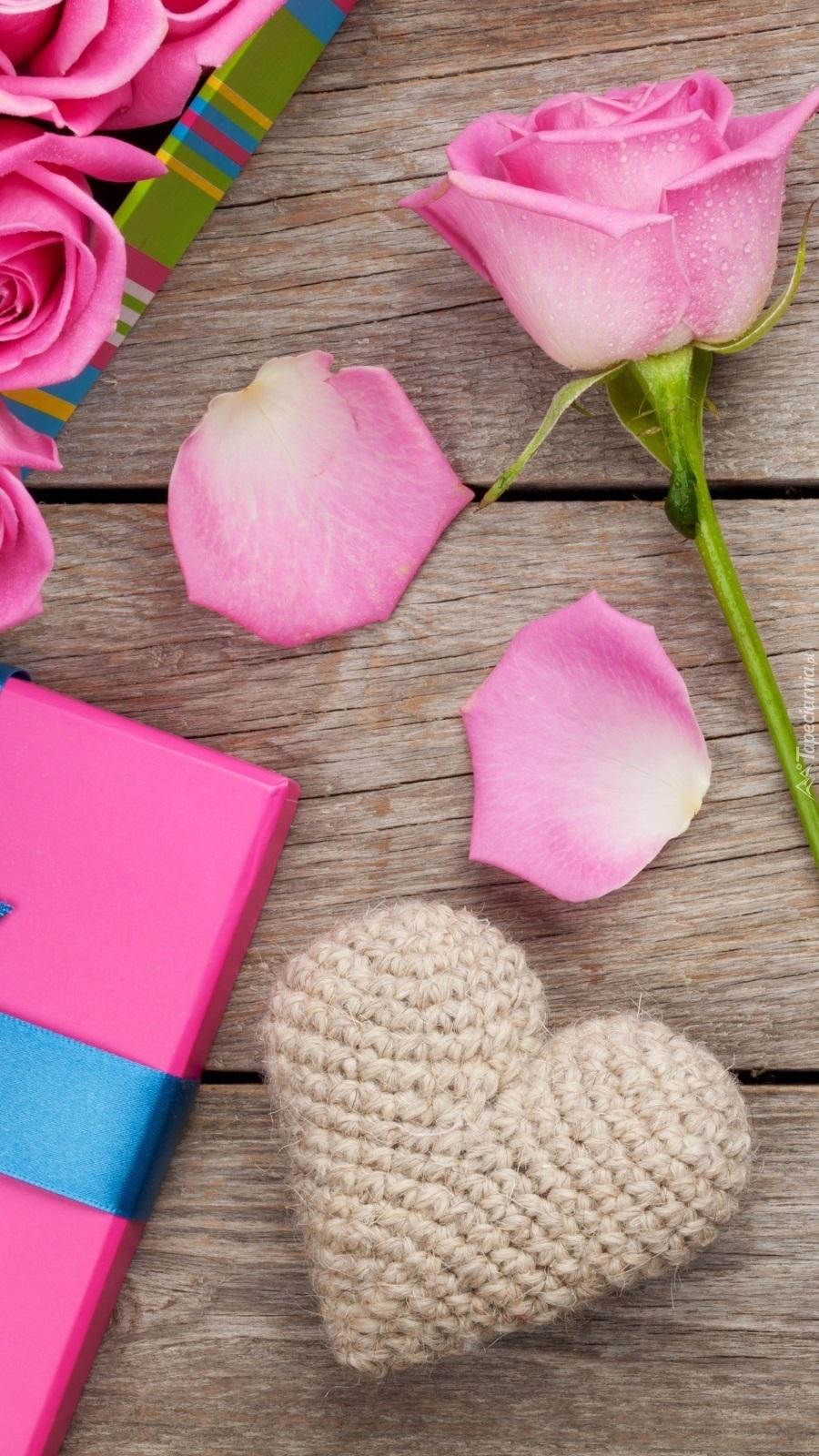 Róża i serduszko na deskach