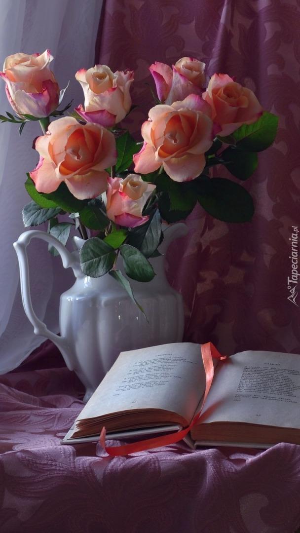 Róże w dzbanku i książka