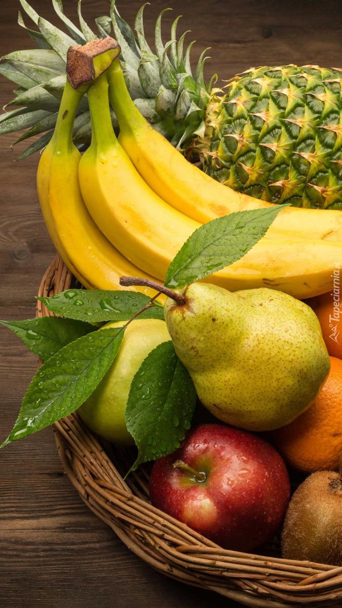 Różne owoce w koszyku