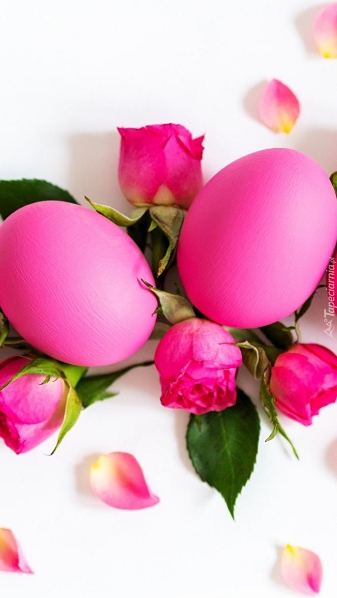Różowe róże i jajka