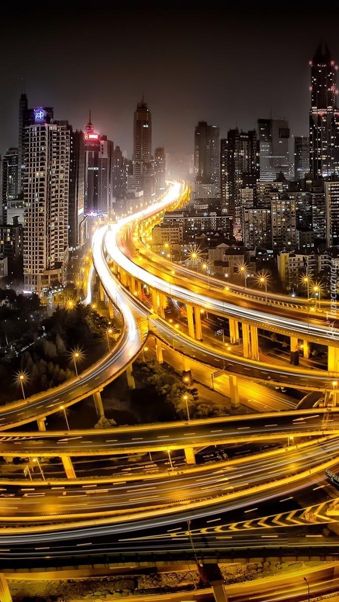 Rozświetlona metropolia