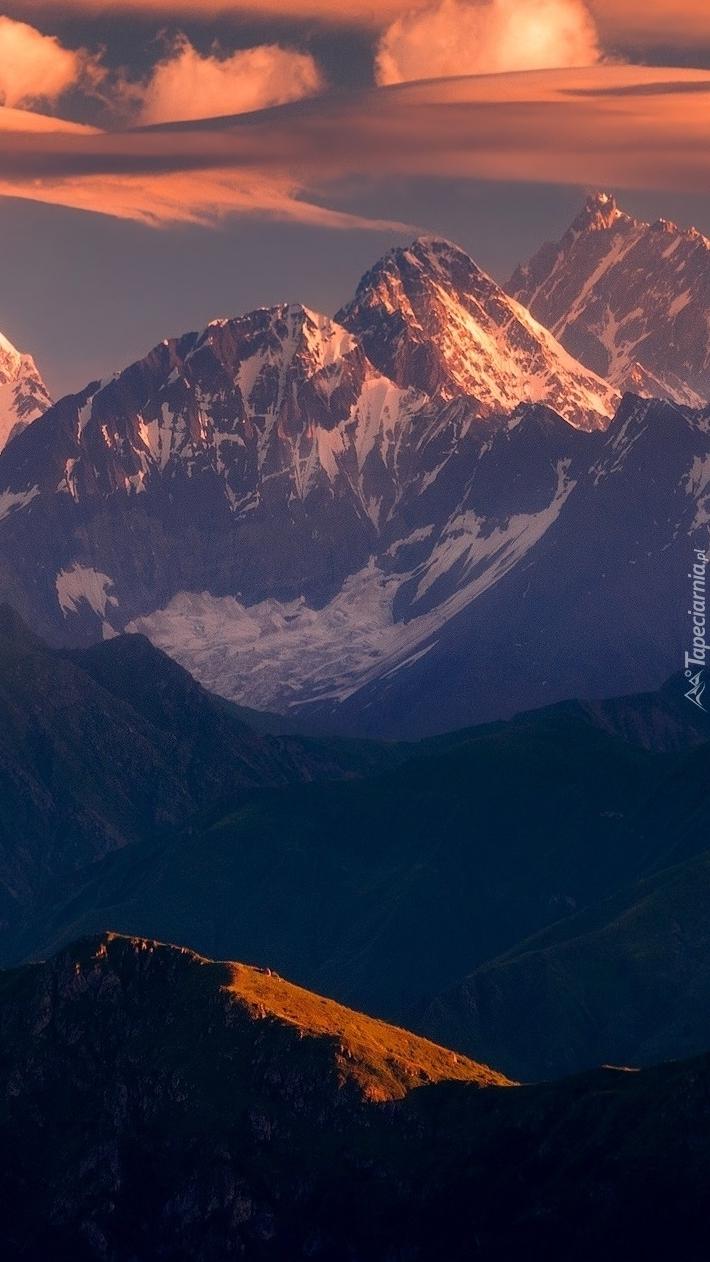 Rozświetlone góry