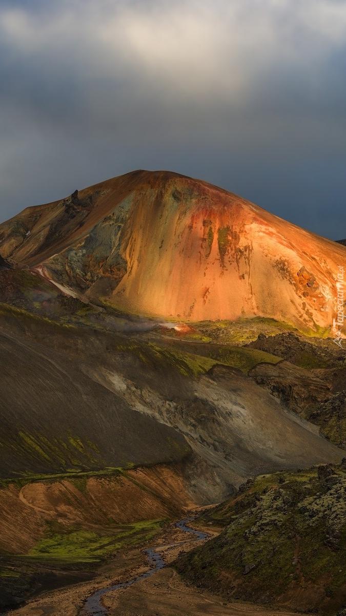 Rozświetlone słońcem góry