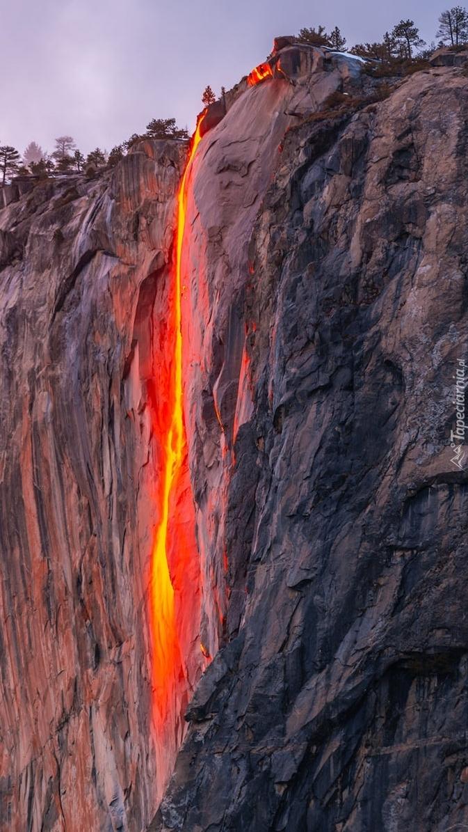 Rozświetlony wodospad Horsetail Fall