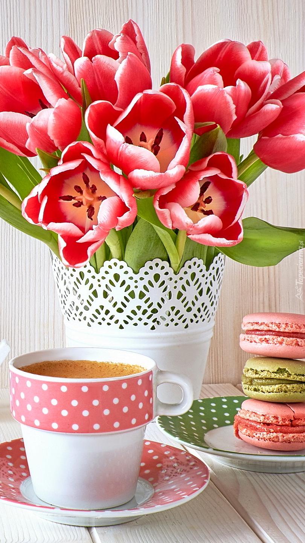 Rozwinięte tulipany w wazonie