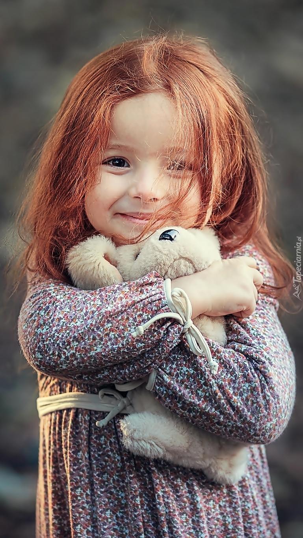 Rudowłosa dziewczynka