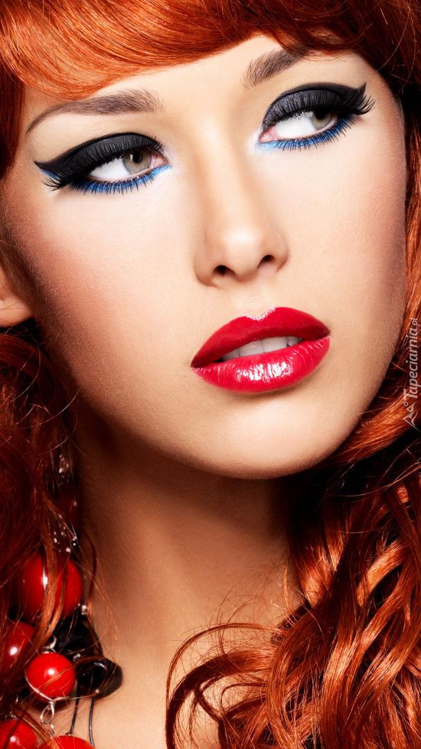Rudowłosa kobieta