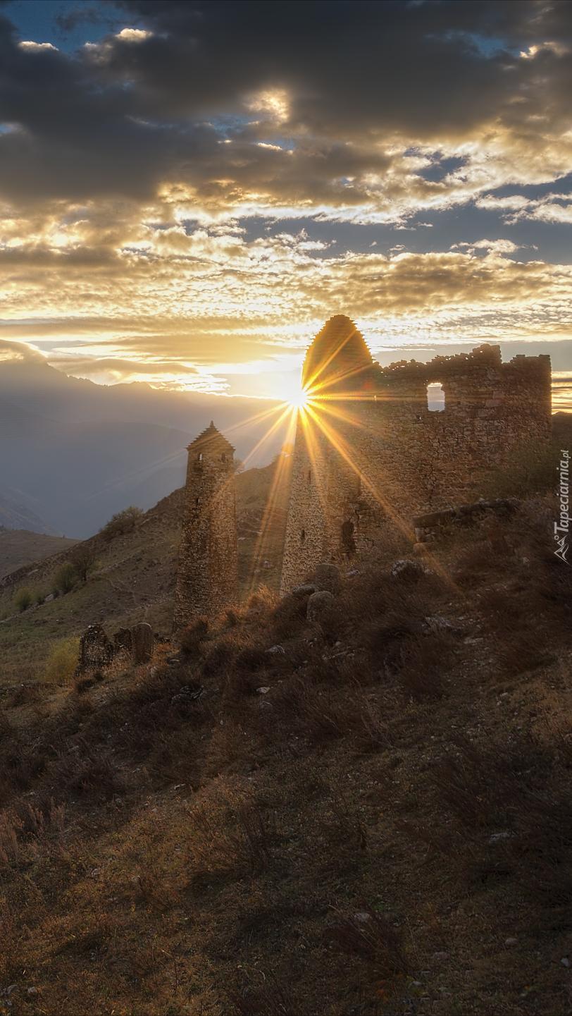 Ruiny w promieniach słońca