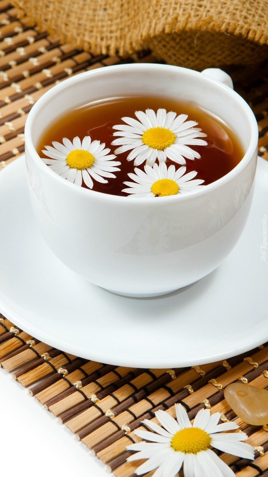 Rumiankowa herbata w kwiatki