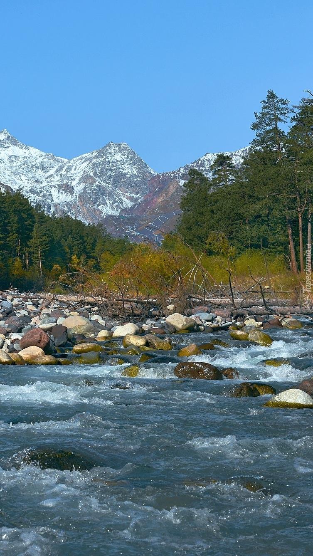Rzeka Baksan w górach Kaukazu