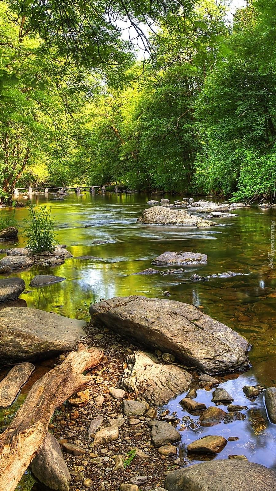 Rzeka Barle z  mostem Tarr Steps