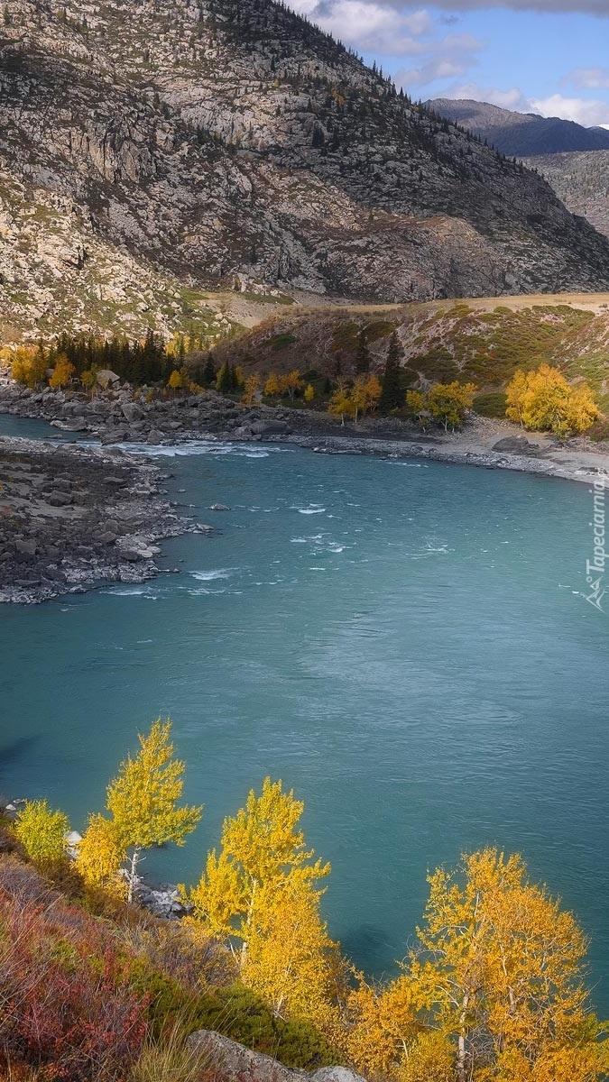 Rzeka i góry