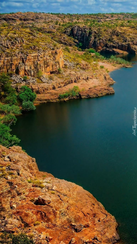 Rzeka i skały w australijskim Parku Narodowym Nitmiluk