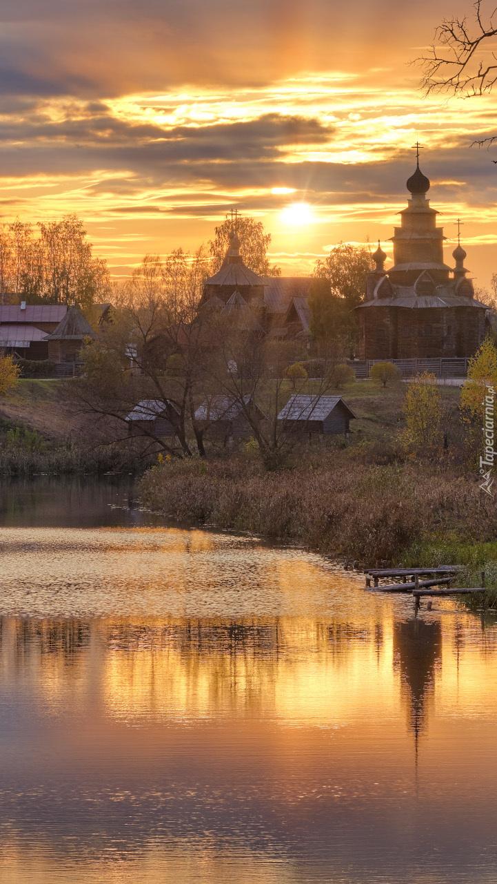 Rzeka Kamienka i cerkiew