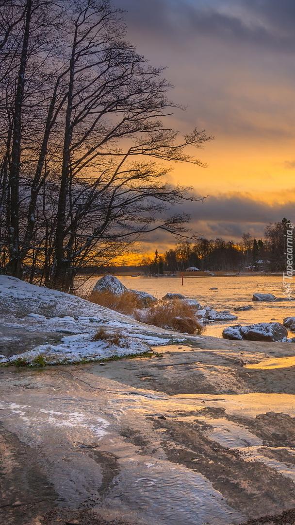 Rzeka Kymijoki w zachodzącym słońcu