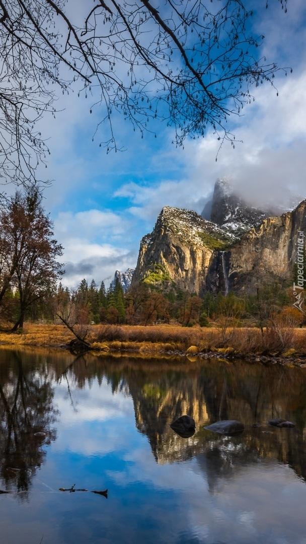 Rzeka Merced River w Parku Narodowym Yosemite