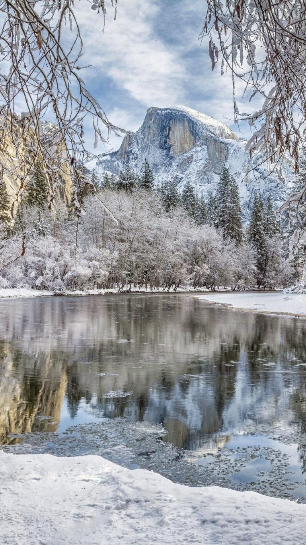 Rzeka Merced River zimową porą