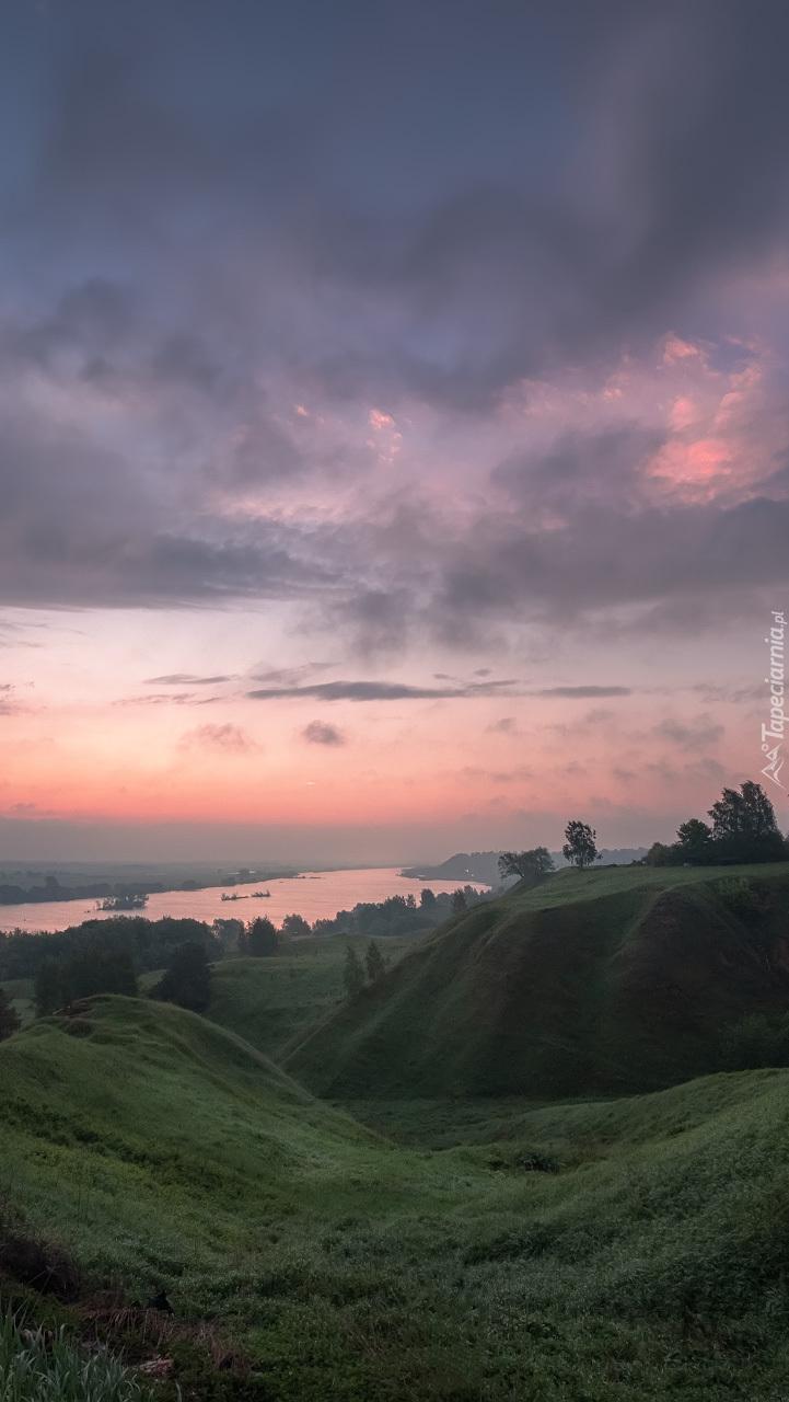 Rzeka Oka w blasku wschodzącego słońca