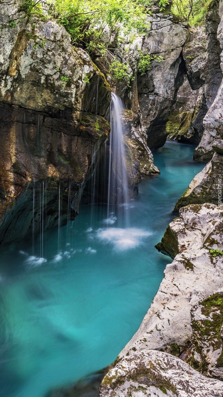Rzeka Socza i skały