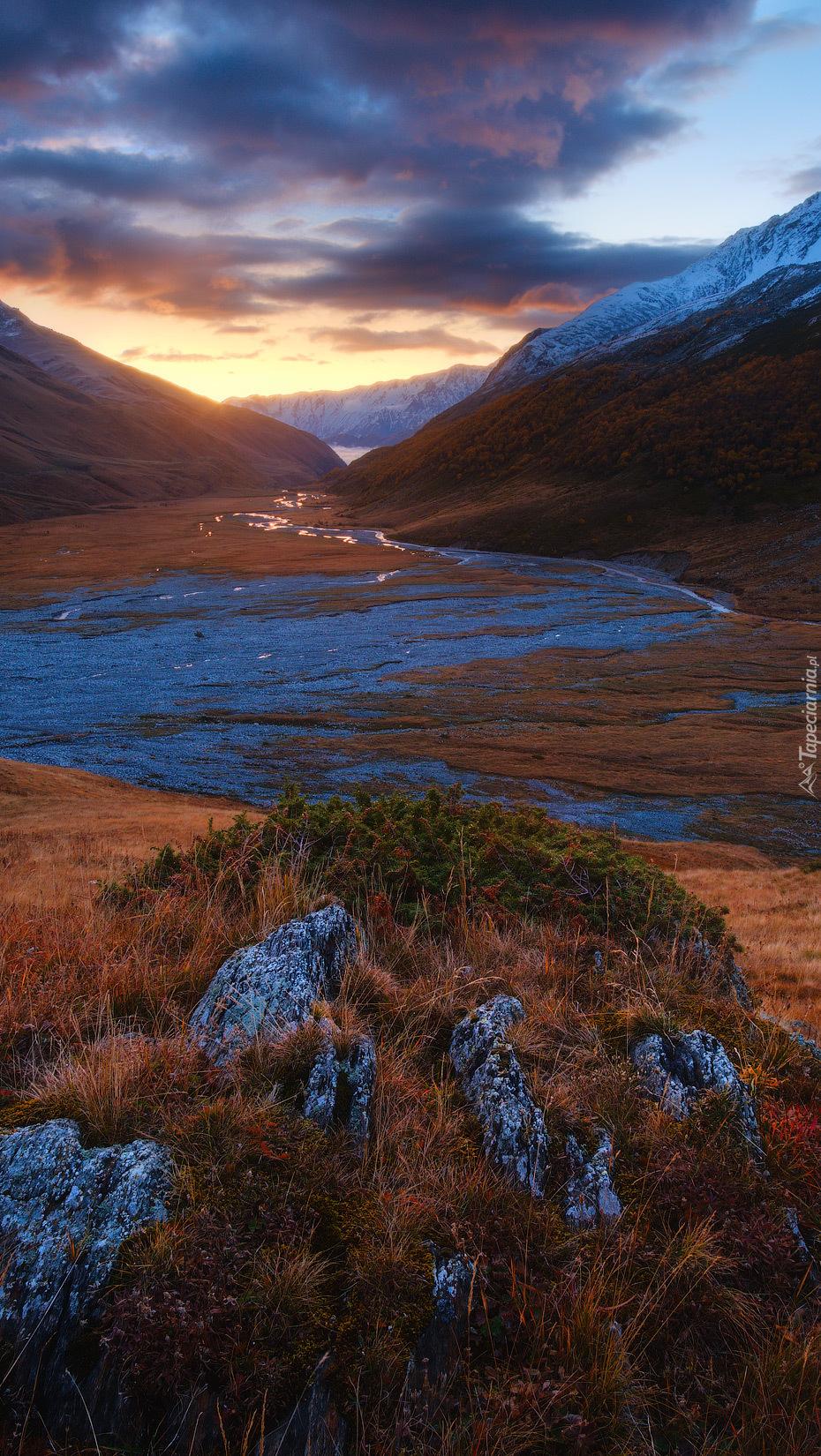Rzeka Urukh w górach Kaukazu