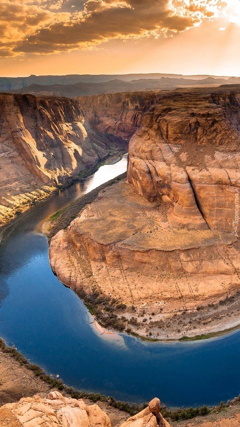 rzeka w kanionie