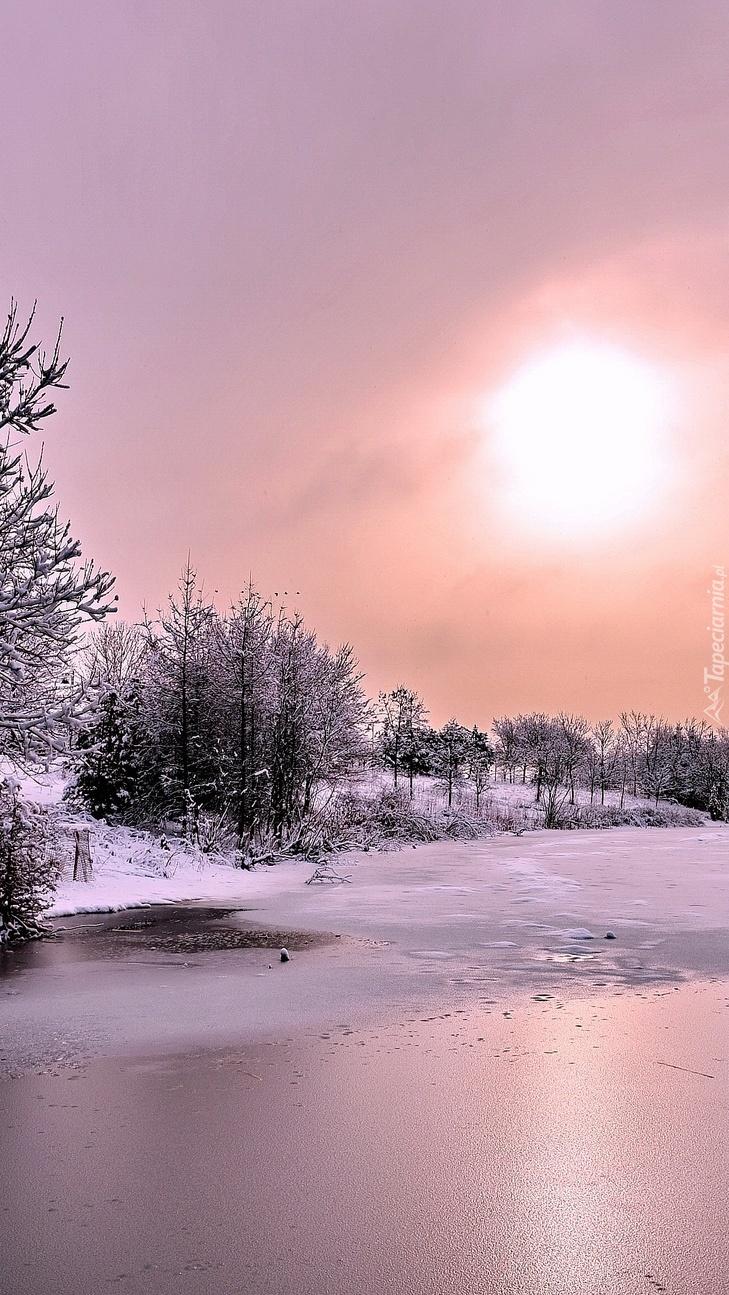 Rzeka zimową porą