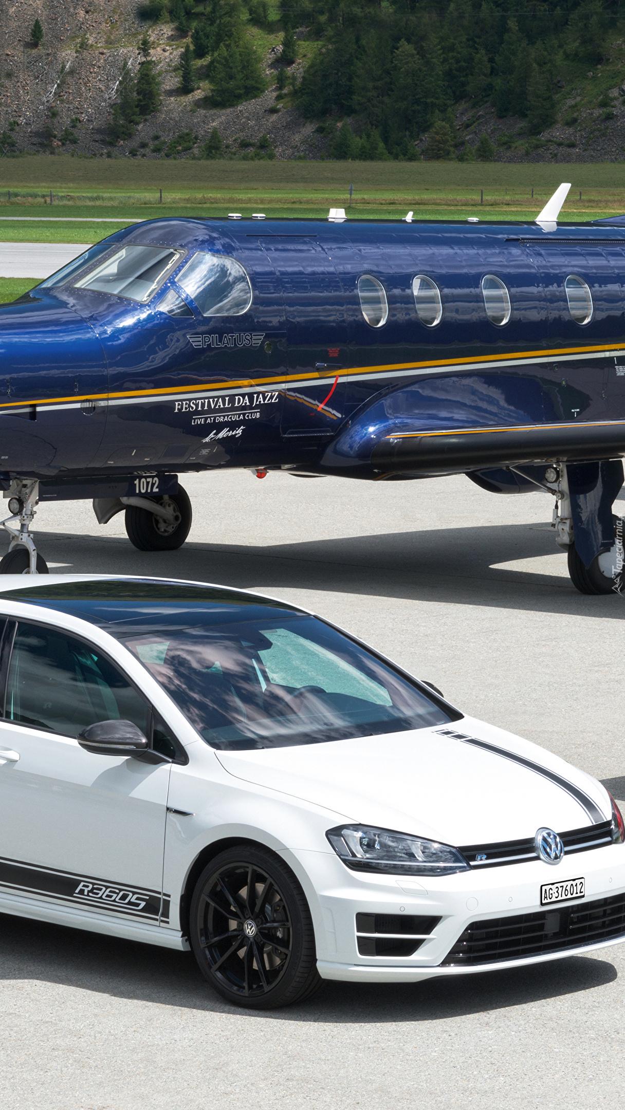 Samolot Pilatus PC-12 i Volkswagen Golf R360S
