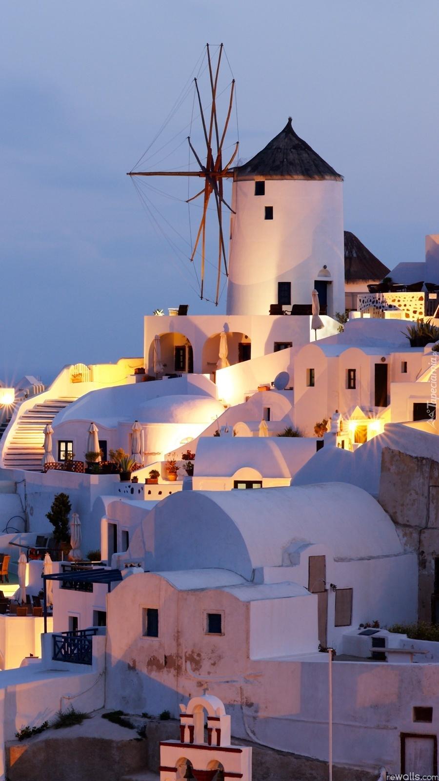 Santorini nocą