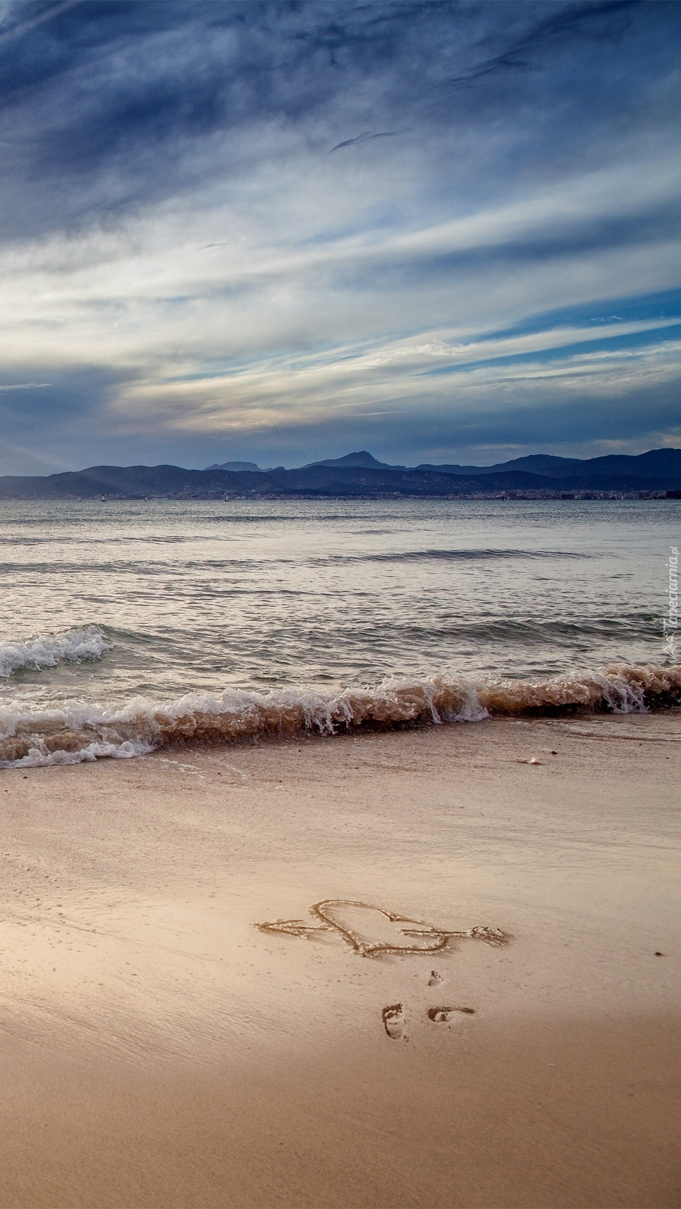 Serce narysowane na nadmorskim piasku