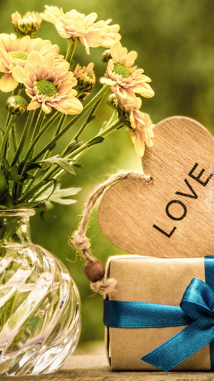 Serce z napisem love na prezencie