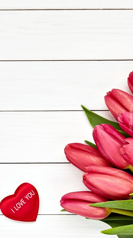 Serduszko i czerwone tulipany