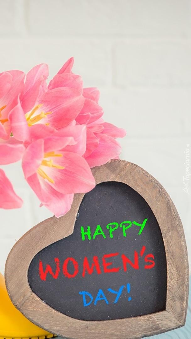 Serduszko z kwiatami na Dzień Kobiet