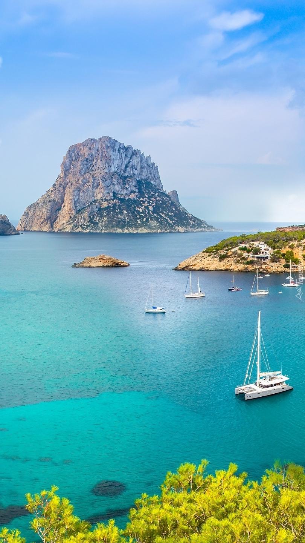 Skała Es Vedra w hiszpańskiej zatoce
