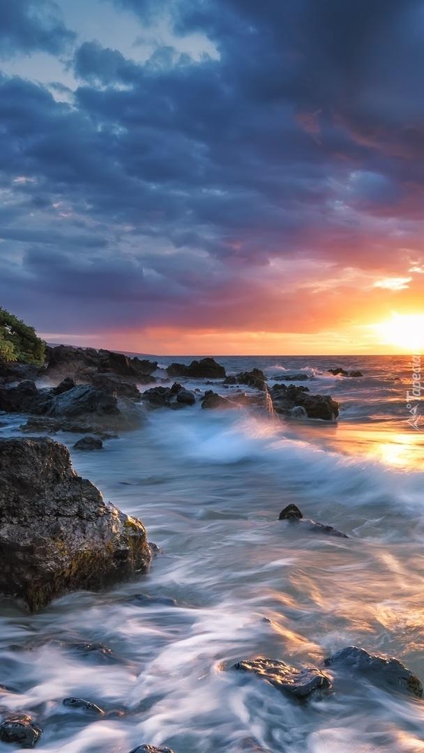 Skaliste wybrzeże mirskie
