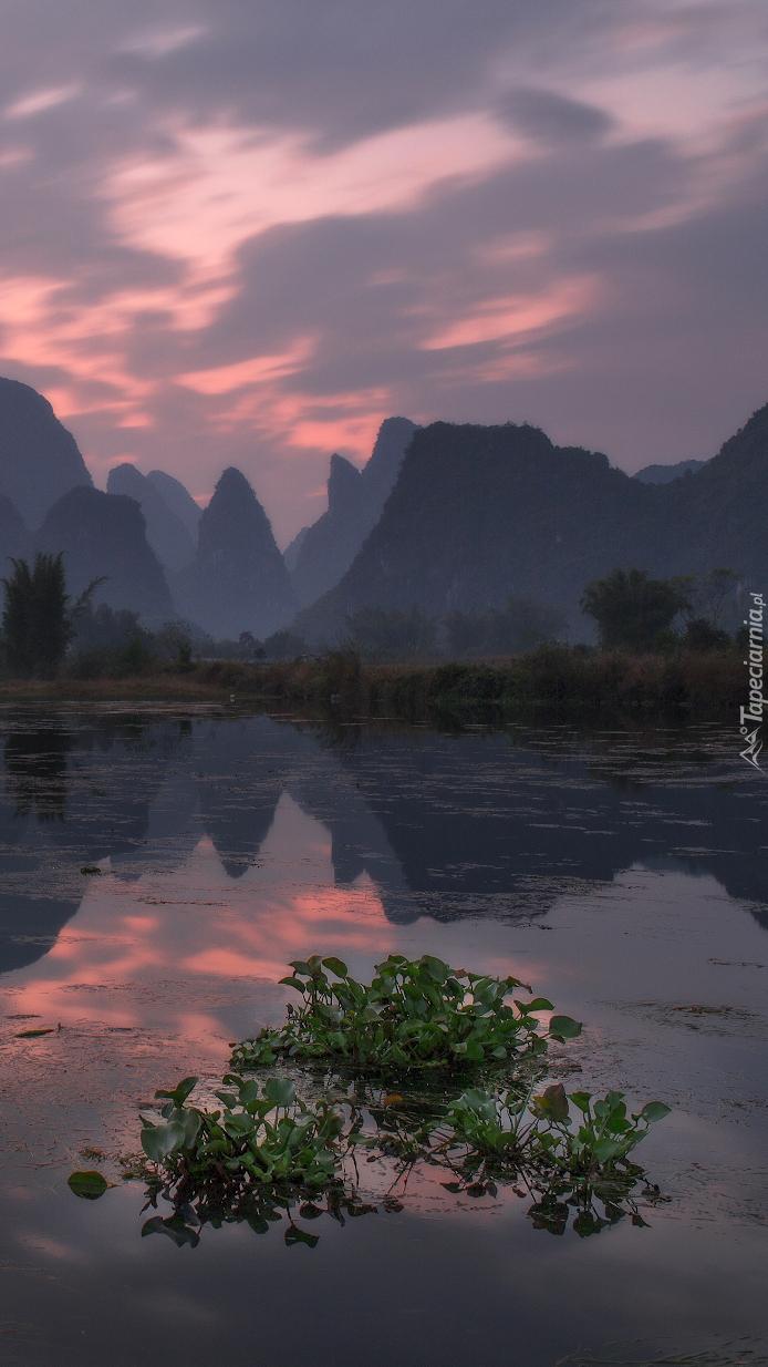 Skały na chińskiej rzece Gui Jiang