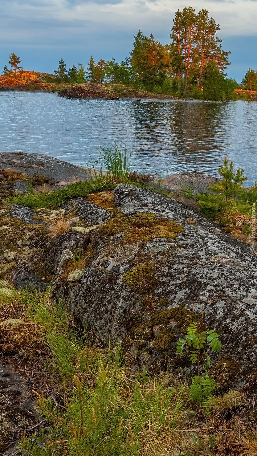 Skały nad jeziorem Ładoga