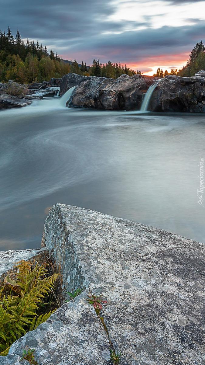 Skały nad rzeką Hallingdalselva