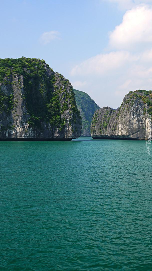 Skały w zatoce Lan Ha Bay