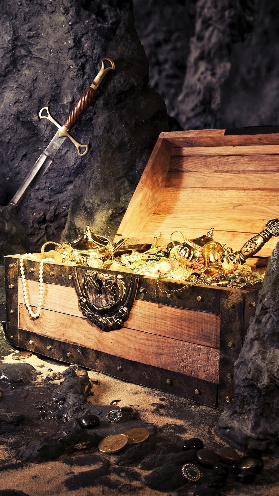 Skrzynia ze skarbami w jaskini