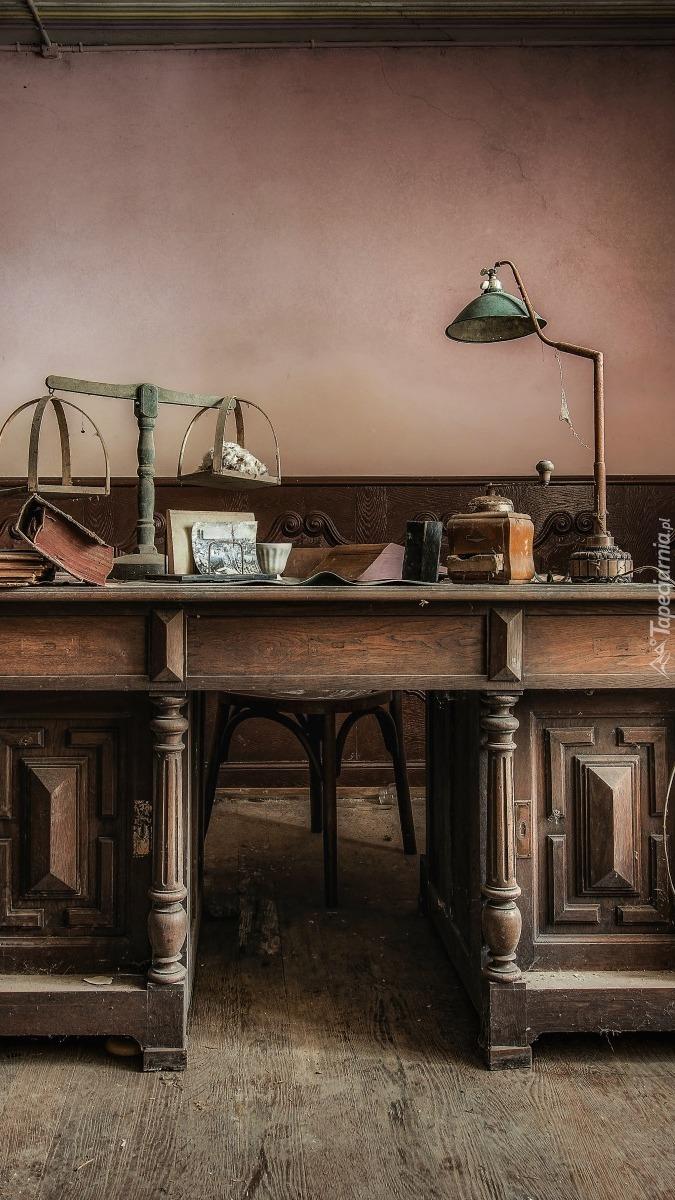 Starocie na biurku