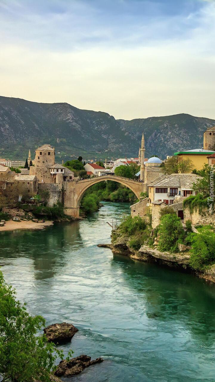 Stary most nad rzeką Neretwa w Mostar