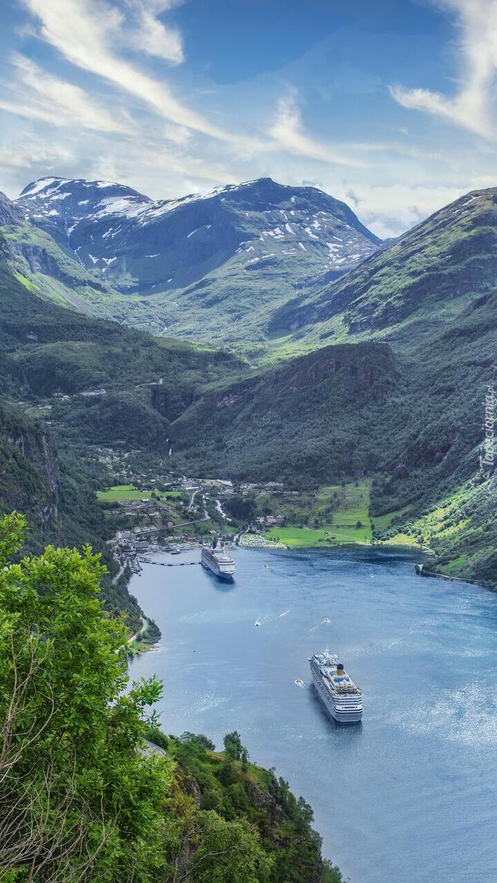 Statki pasażerskie na fiordzie Geirangerfjorden