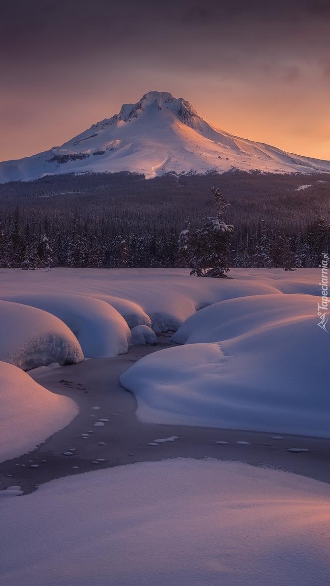 Stratowulkan Mount Hood zimą
