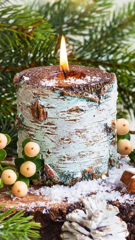 Stylizowana na drewnianą świeca