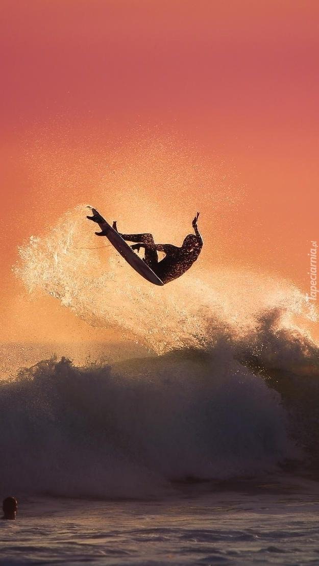 Surfing na morzu