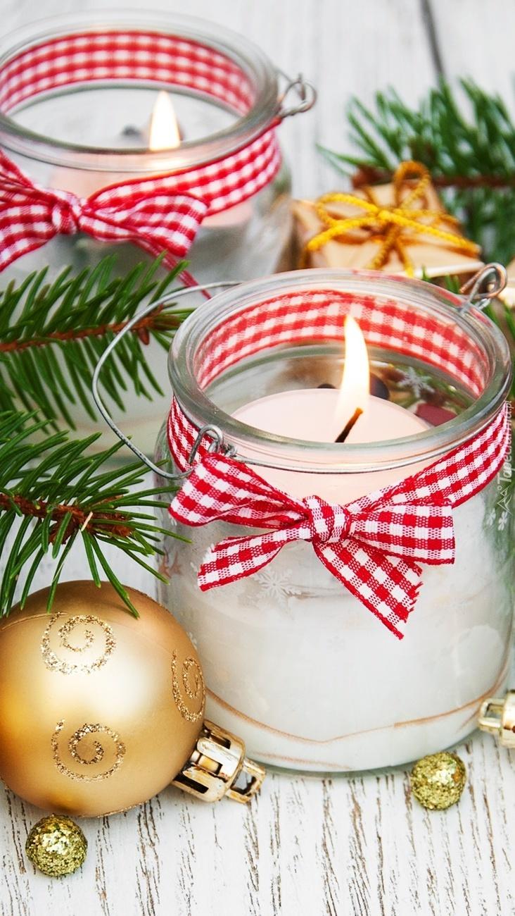 Świąteczne świece w słoiczkach